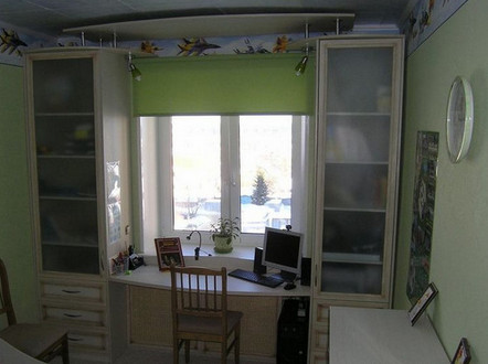 Шкафы вокруг окна - это не только красиво, но и очень практично. Идеи для вдохновения...